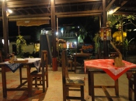 Un warung : petit resto local typique !