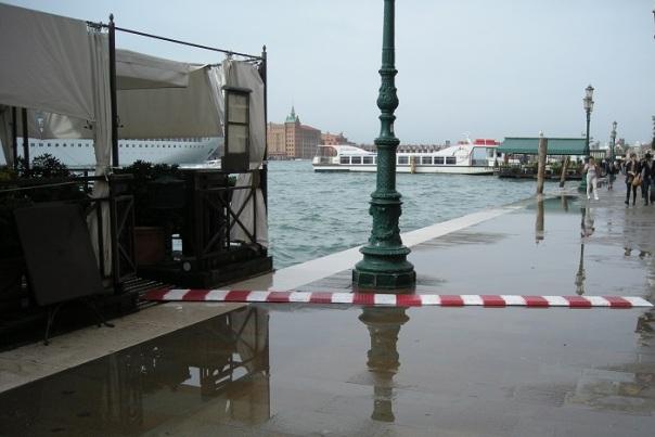 A Venise, la vie ne s'arrête pas lorsque l'eau déborde.