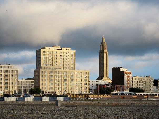 Le Havre vu de la plage.