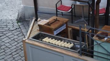 Un stand de Trdelník, gâteau sucré tchèque.
