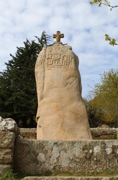 Menhir christianisé de Saint Uzec