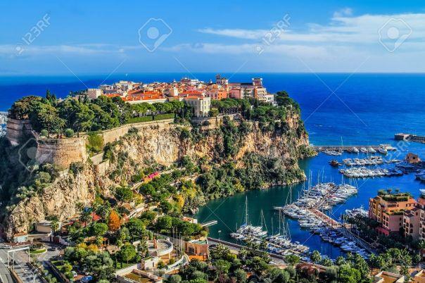 17191518-le-rocher-de-la-ville-de-principaute-de-Monaco-et-Monte-Carlo-dans-le-sud-de-la-France-Banque-d'images